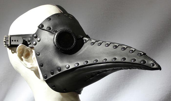 """Le masque de cuir """"bec d'oiseau"""""""